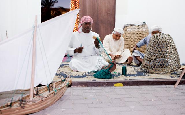 حرف قديمة تحيا على أيدي الأجداد عبر الإمارات ديارنا البيان
