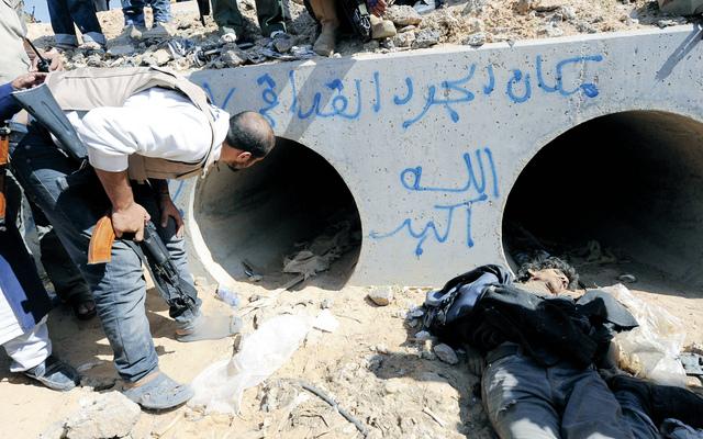 الصورة : الحفرة التي لجأ إليها القذافي في سرت