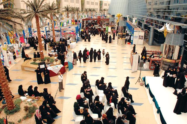 جامعة زايد تبدأ احتفالاتها باليوم الوطني الأربعين في أبوظبي ودبي