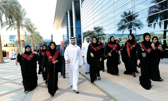 ماجد بن محمد في جولة مع طالبات الجامعة