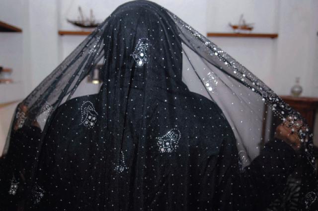 2493321d1d874 أزياء المرأة الإماراتية جماليات الإتقان والبساطة - البيان