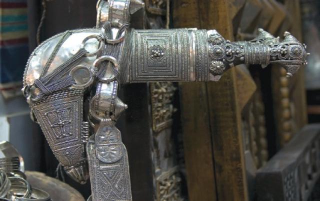 الصورة : الخنجر العربي.. قصص رونق فني ومفردات عبق تاريخي