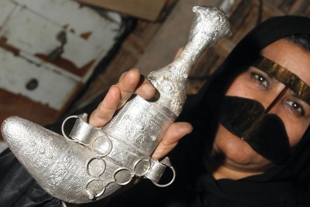 الصورة : الخنجر الإماراتي ..فنون تصميم وسمات جعلته يحوز أهمية خاصة