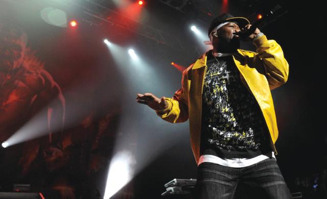 الصورة : يعد المغني « فيفتي سنت » من أشهر مغني الراب في العالم