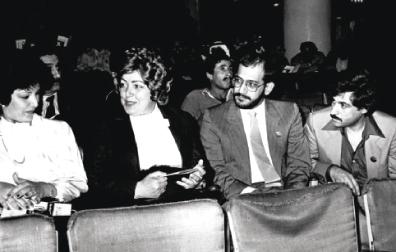 الصورة : نجاح العطار ومجموعة من الحضور في فعاليات «دمشق المسرحي»