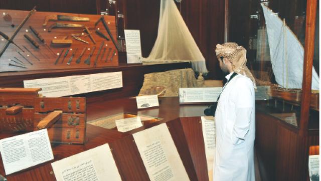 زائر في متحف أرض اللبان