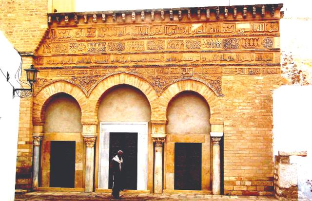 الصورة : مسجد الأبواب الثلاثة تاريخ إسلامي عريق في القيروان التونسية