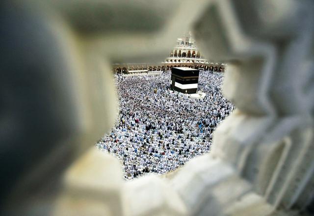 1.7 مليون حاج يؤدون صلاة أول جمعة من ذي الحجة في المسجد الحرام