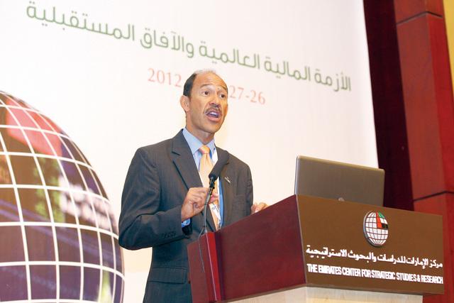 الصورة : السفير الأميركي خلال إلقاء كلمته