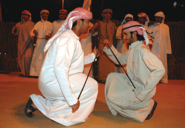 الصورة : يعد «الرزيف» من أكثر الفنون ارتباطاً بالبيئة الإماراتية
