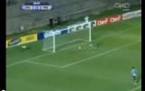 الصورة: حارس مغمور ينفذ هدفاً بطريقة إعجازية!!