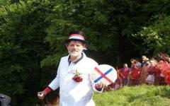 الصورة: مسابقة كرة الجبن المتدحرجة في انجلترا