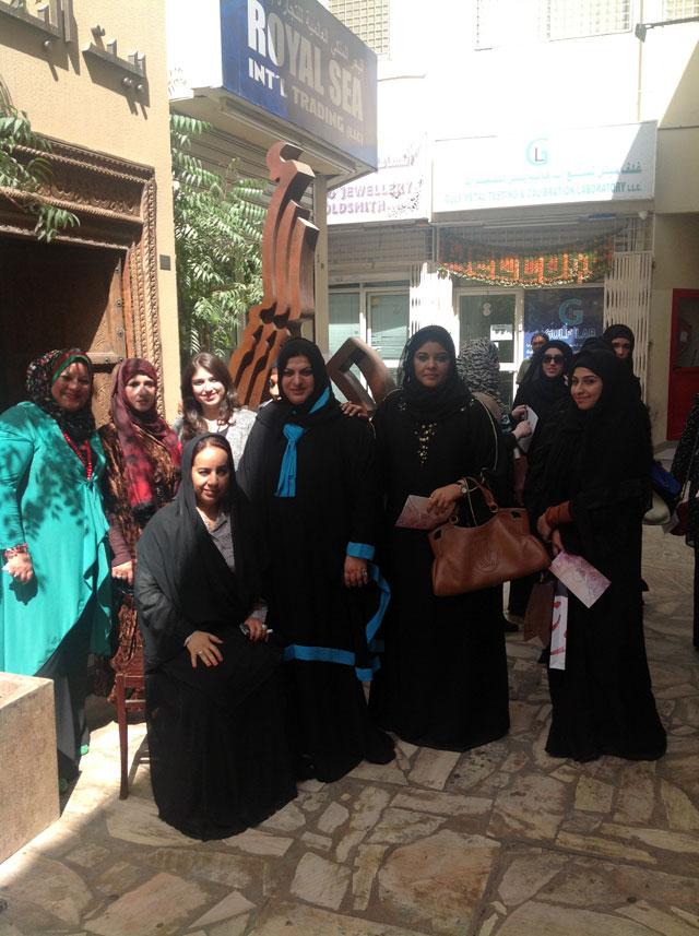 صورة تذكارية مع الدكتورة رفيعه غباش