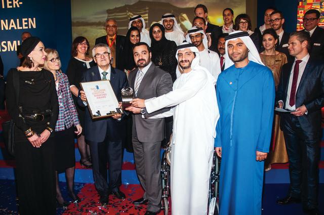 الصورة : وفد دبي خلال استلام الجائزة  من المصدر