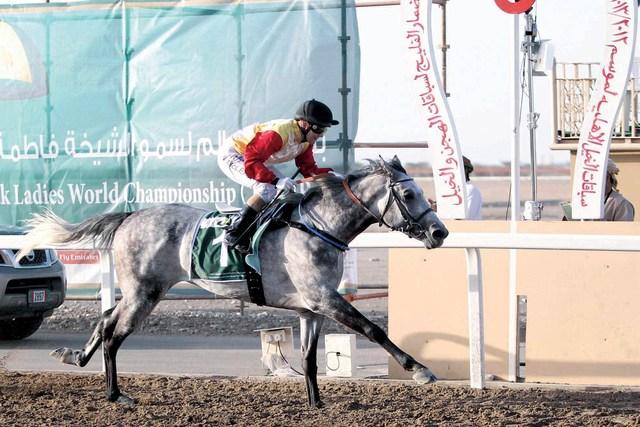 الصورة : الاسترالية نيكيتا بطلة الجولة الاولى لبطولة أم الإمارات في مسقطمن المصدر