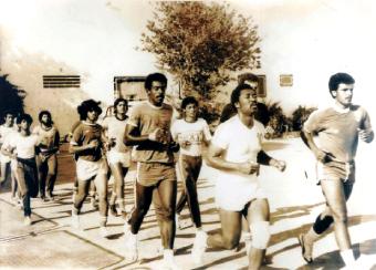 الصورة : معسكر فريق العين لليد في تونس عام 1979