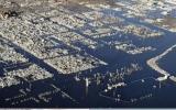 الصورة: بالفيديو .. مدينة تخرج من تحت الماء بعد 25 عاماً