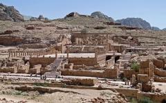 الصورة: البتراء .... المدينة الوردية ثاني عجائب الدنيا