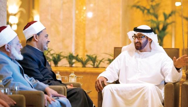 محمد بن زايد لدى استقباله الدكتور أحمد الطيب   وام