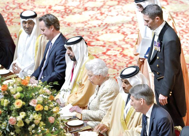 رئيس الدولة وملكة بريطانيا ومنصور بن زايد وأحمد بن سعيد وديفيد كاميرون