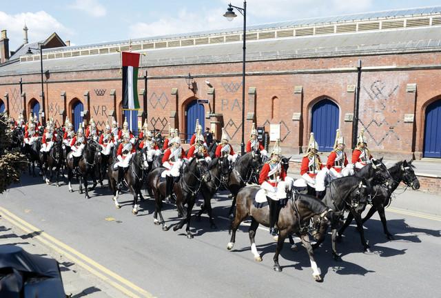 فرقة الخيالة الملكية في استقبال رئىس الدولة