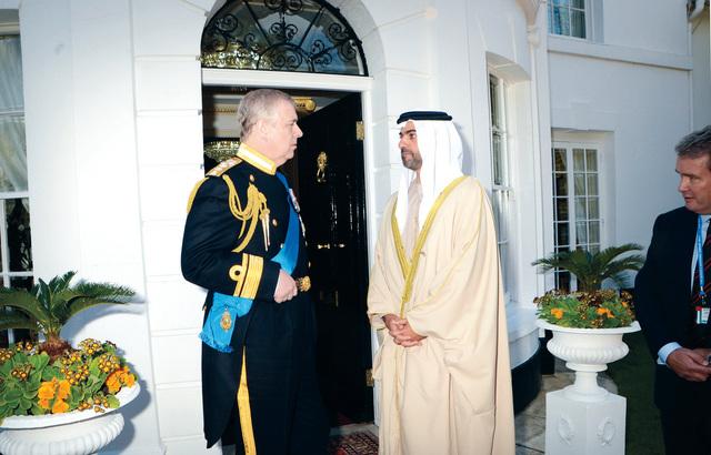 حامد بن زايد ورئيس البرتوكول الملكي وام