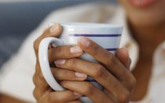 الصورة: كم عدد السعرات الحرارية في كوب من القهوة