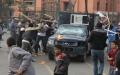 الصورة: الصورة: بالفيديو.. الإخوان يسحلون ضابطا بشارع جامعة الدول العربية
