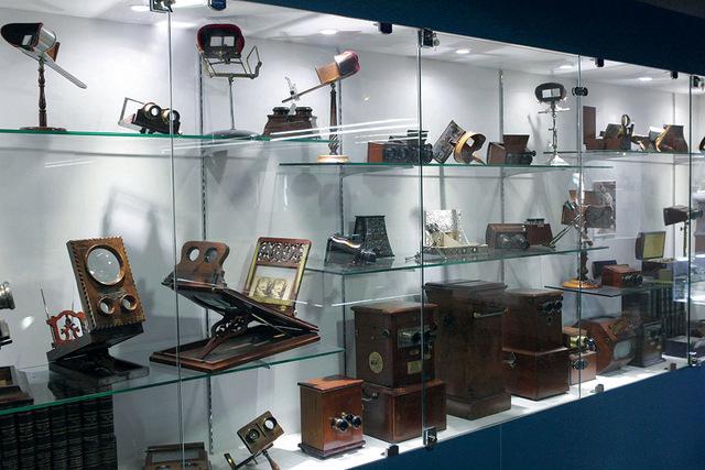 مقتنيات المتحف تظهر عراقة آلات  التصوير