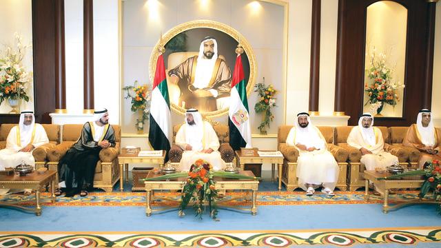 الصورة : خليفة ومحمد بن راشد واخوانهما الحكام.. حرص دائم على سعادة الشعب ورفعة الوطن