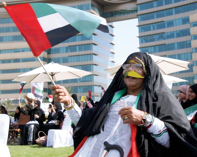 الصورة : أمهات الإمارات يشاركن فرحة الاتحادأرشيفية