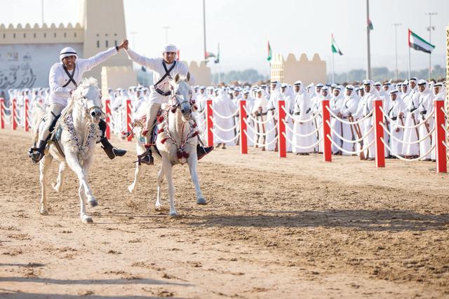 الصورة : فرسان الإمارات يقدمون عرضاً متميزاًمن المصدر