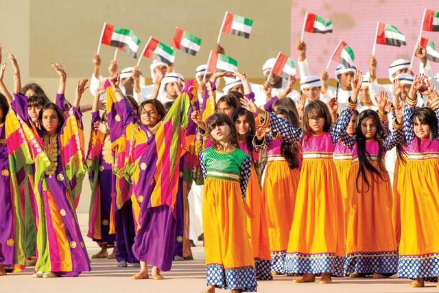 الصورة : زهرات يحتفلن باليوم الوطني