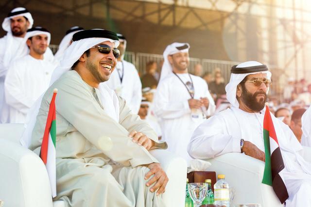 الصورة : طحنون بن محمد ومنصور بن زايد في الافتتاح