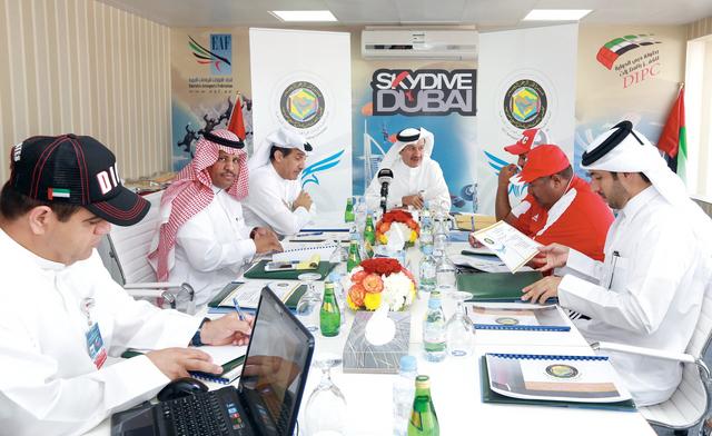 الصورة : الحمادي يترأس اجتماع اللجنة التنظيمية الخليجيةتصوير  - عماد علاء الدين