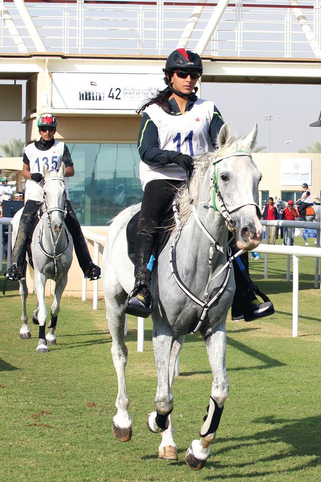 الفارسة فطيم خلال مشاركتها في السباقتصوير - موهان