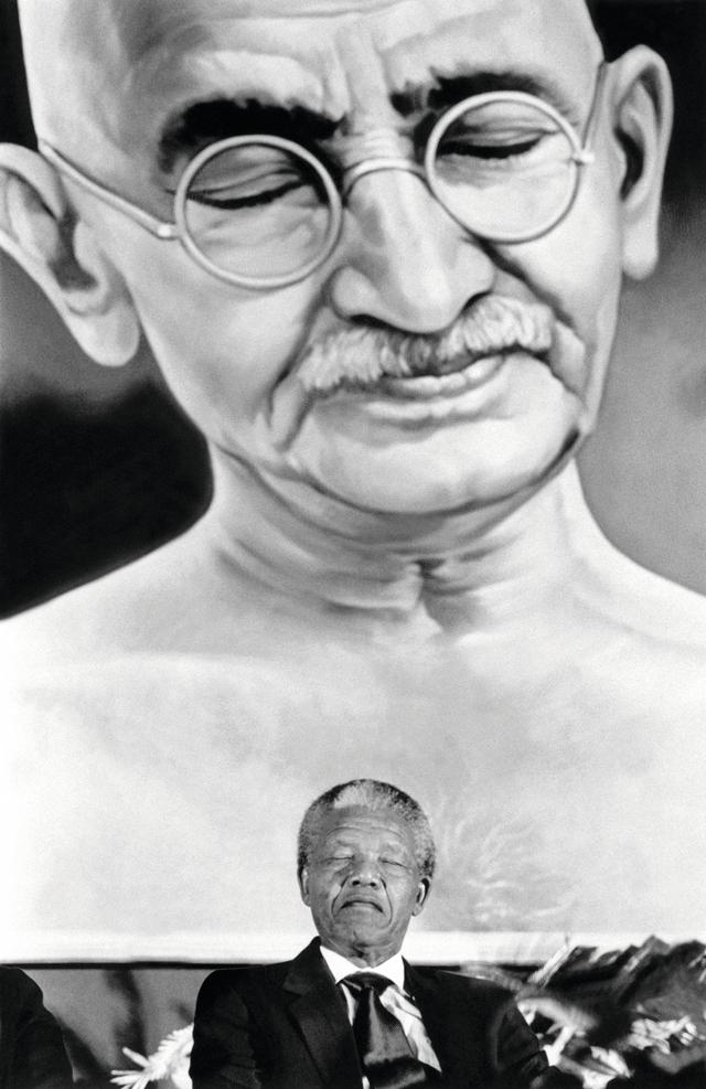 في زيارة إلى الهند العام 1990 سائراً على خطى المهاتما غاندي أ.ف.ب