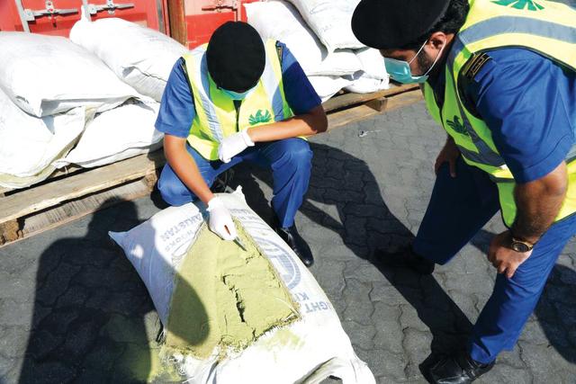 كمية كبيرة من النسوار ضبطتها جمارك دبي من المصدر