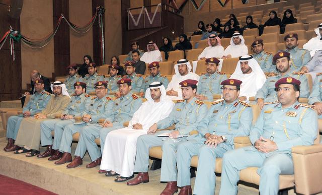 الصورة : مديرو الإدارات وعدد من الضباط وصف الضباط والأفراد خلال الورشة من المصدر