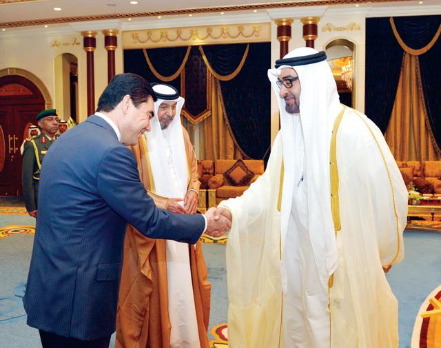 الصورة : بحضور رئيس الدولة.. محمدوف يصافح محمد بن زايد
