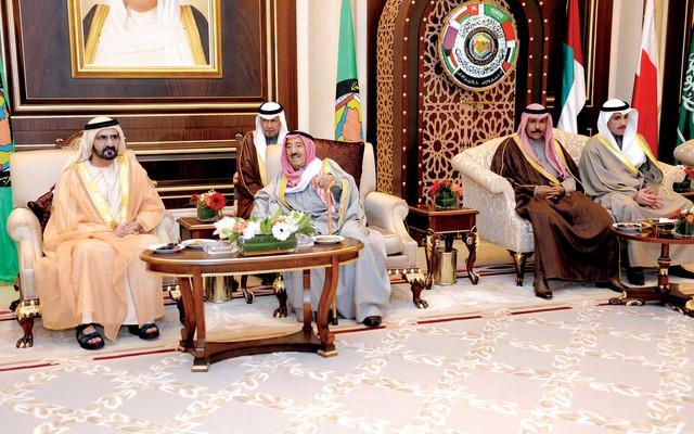 الصورة : نائب رئيس الدولة وولي العهد السعودي يبحثان موضوعات القمة
