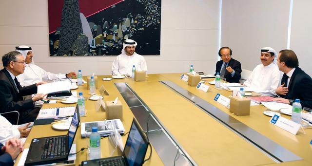 الصورة : ،،وخلال ترؤس اجتماع المجلس الأعلى لمركز دبي المالي العالمي