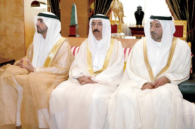 حمدان بن محمد خلال اللقاء بحضور أحمد بن سعيد ومحمد المر