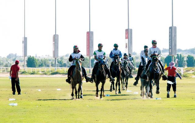 الصورة : السباق شهد مشاركة كبيرة من مختلف الاسطبلات الخاصة