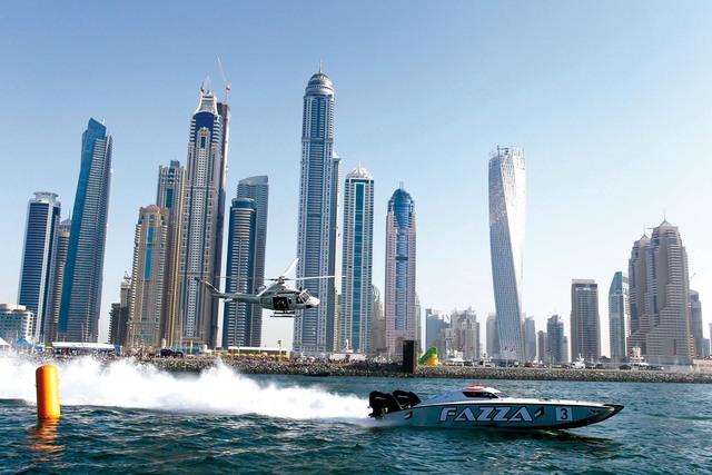الصورة : زورق «فزاع 3» بطل العالم ينطلق قبالة الواجهة البحرية لدانة الدنيا  من المصدر