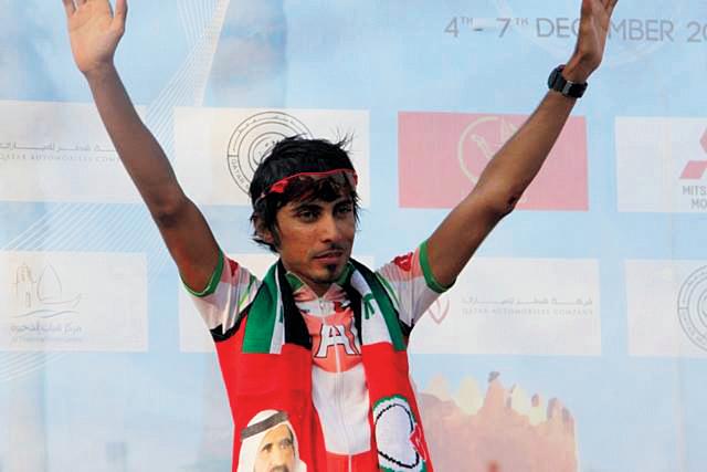 ميرزا خلال احتفاله بأحد الإنجازات الدولية
