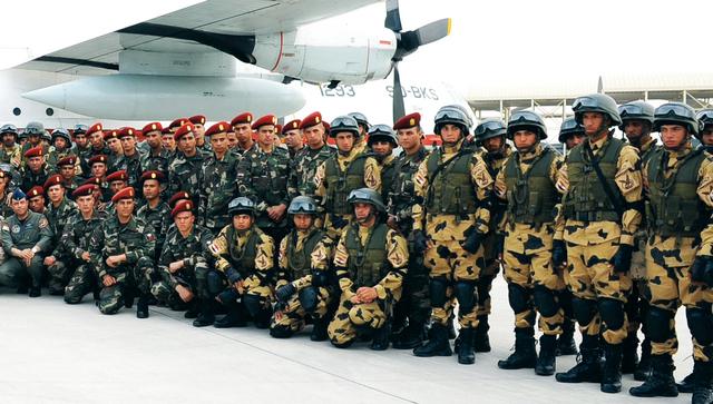 وحدات من القوات المسلحة المصرية خلال وصولها للمشاركة في التمرين المشترك