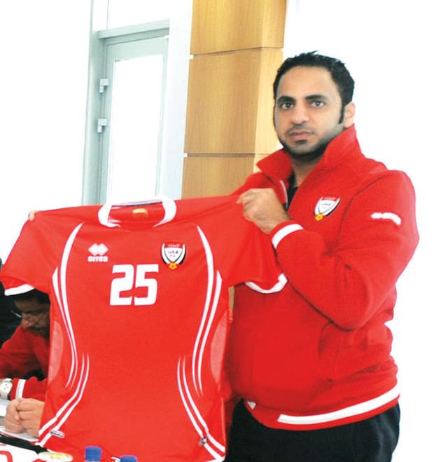 الصورة : منتخبنا بالأحمر أمام أوزبكستان