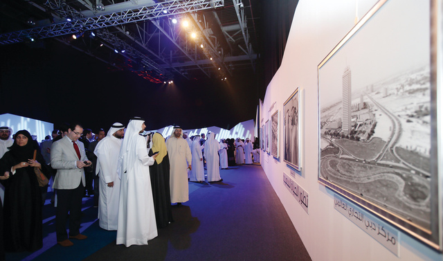 الصورة : خدمات ذكية متطورة تقدمها دوائر دبي وصولاً لدبي الذكية  تصوير- ويلسون