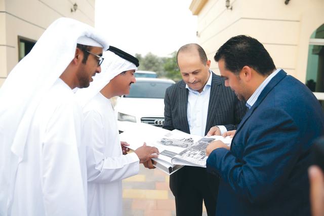 الصورة : سلطان بن حمدان وحميد النيادي مع هلال عمر وسائد حجازي           البيان